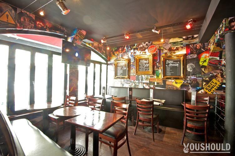 Plug in Café - Meilleurs bars à Réserver ou Privatiser pour Halloween