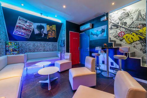 Le Comiq's Bar