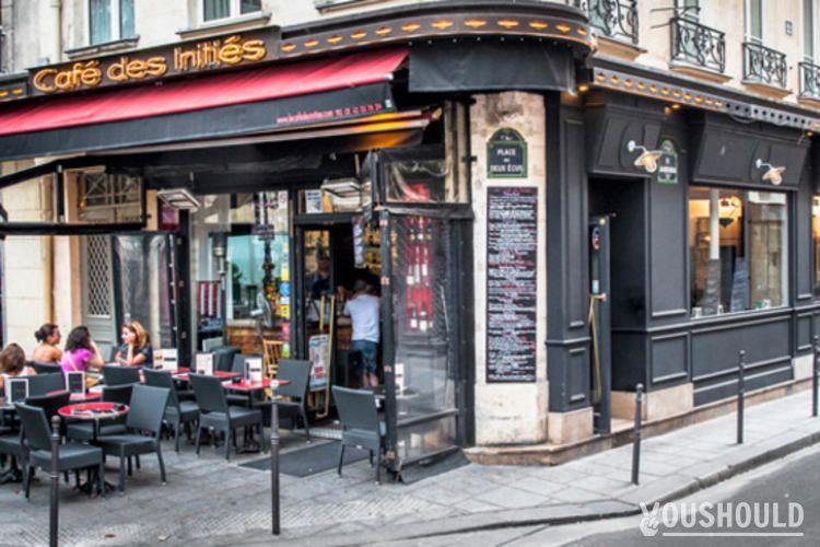 Le Café des Initiés - Top 10 des bars à terrasse Parisiens à privatiser ou à réserver gratuitement.