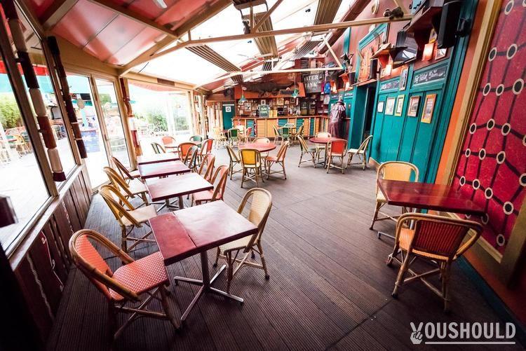 Café Oz Denfert - Top 10 des bars à terrasse Parisiens à privatiser ou à réserver gratuitement.